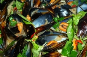 chilli-mussels-in-white-wine-and-cream